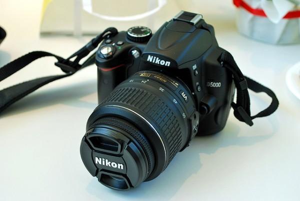 Aparati i duhur për fotografin fillestar: Nikon D5000