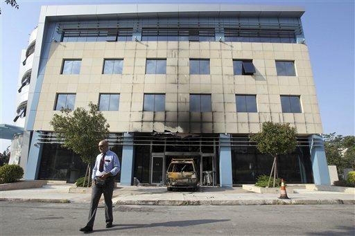 Sulmohet selia e Microsoft në Athinë