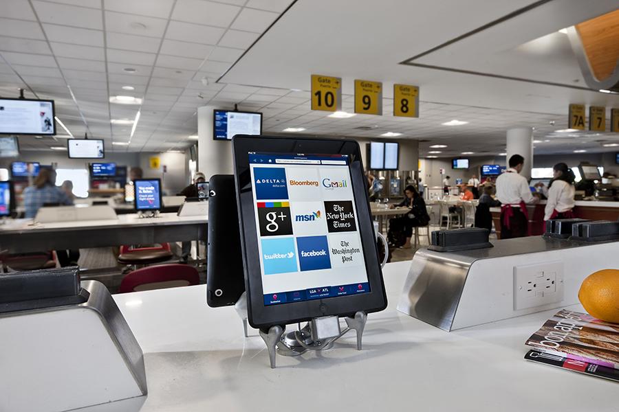 iPad-et në aeroporte ofrojnë oaze për udhëtarët