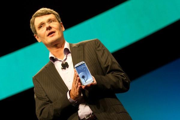 Drejtori i RIM përdor Samsung Galaxy S III