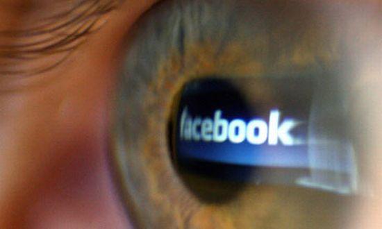 Facebook monitoron chat-in tuaj për aktivitete kriminale