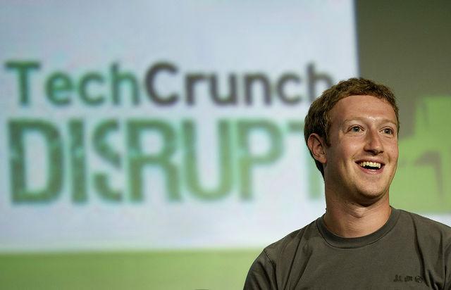 """Zuckerberg: Facebook tani është një """"ndërmarrje mobile"""""""