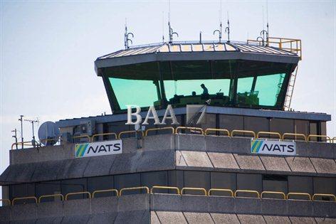 Kontrolli i trafikut ajror në Britani me sistem të ri