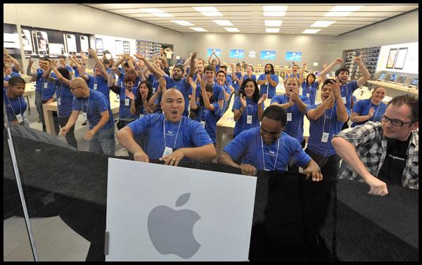 Ekipi i Apple fluturon në Londër për të marrë çmime