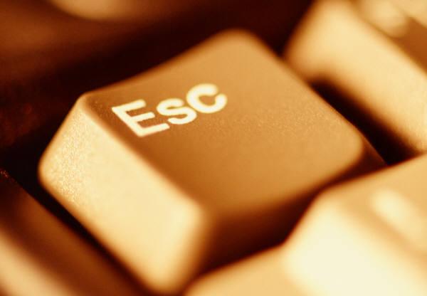 Kush e shpiku butonin Escape