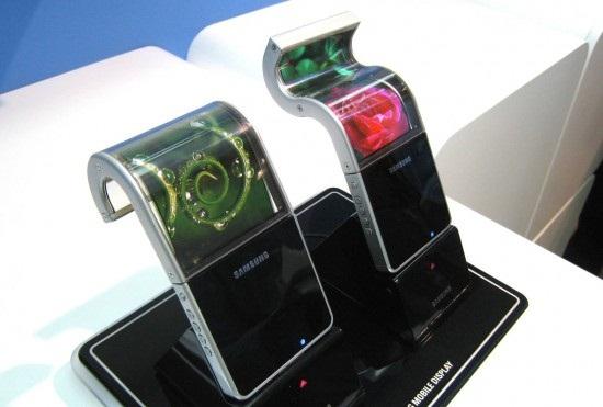Prodhimi i ekranëve elastikë do të vonohet