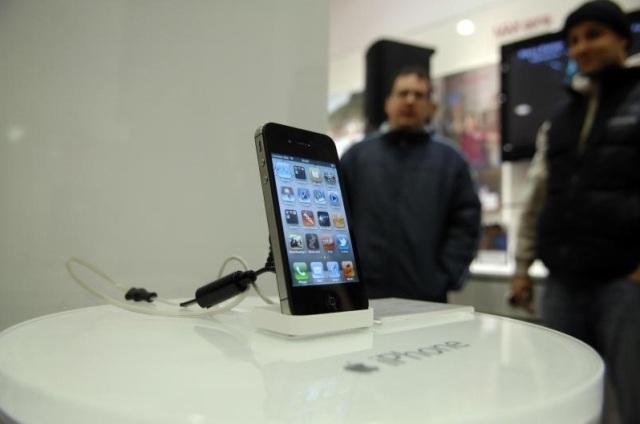 Apple i përgjigjet Android-it: Vjen iPhone-i i lirë