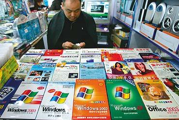 Microsoft lufton softuerët piratë