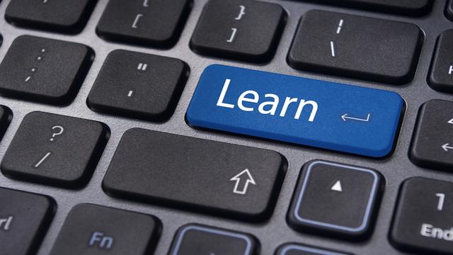 Si të vendosni nëse duhet të investoni në një programi trajnimi online