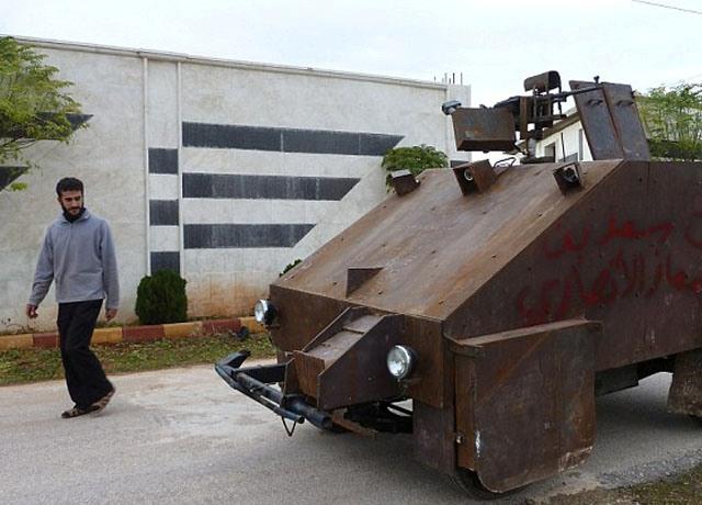 Rebelët sirianë zotërojnë një tank që kontrollohet nga PlayStation