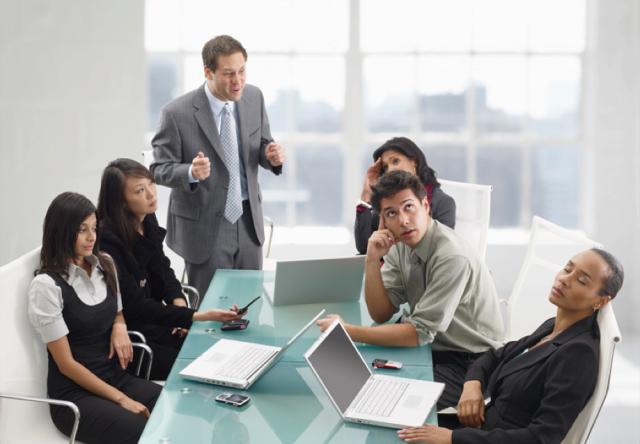 """10 mënyra për të larguar miqtë dhe kolegët përmes """"sjelljes suaj mobile"""""""