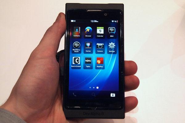 BlackBerry 10 fillon me 15.000 aplikacione