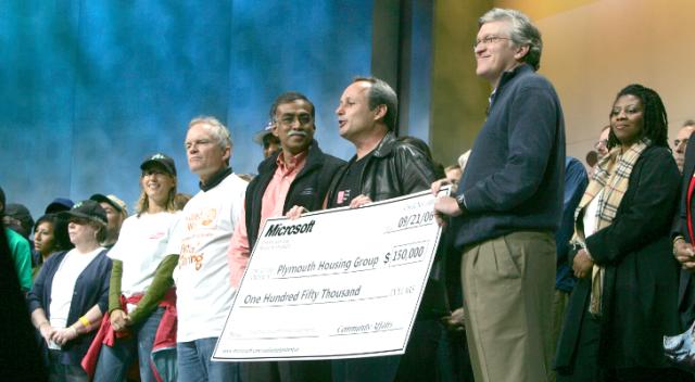 Punonjësit e Microsoft-it dhuruan 105 milionë dollarë për bamirësi në 2012