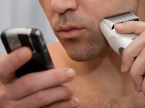 Studim: 75% e njerëzve e përdorin telefonin në tualet