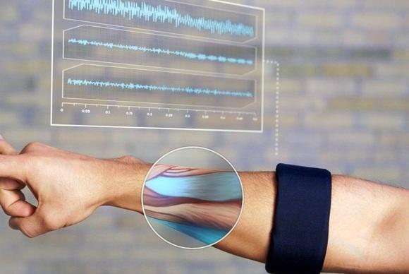 Shiriti MYO ndjen lëvizjen e muskujve