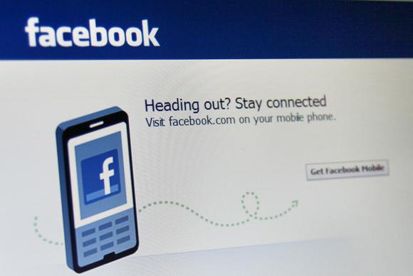 """""""Fytyra"""" e telefonit të ri të Facebook-ut"""