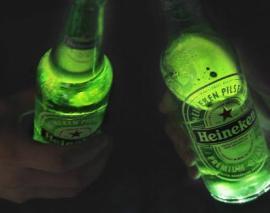 """Shishja """"e mençur"""" Heineken ndriçon kur ju ngrini dolli"""