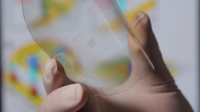 Lëkura artificiale elektrike do të mundësojë ndjeshmërinë tek robotët