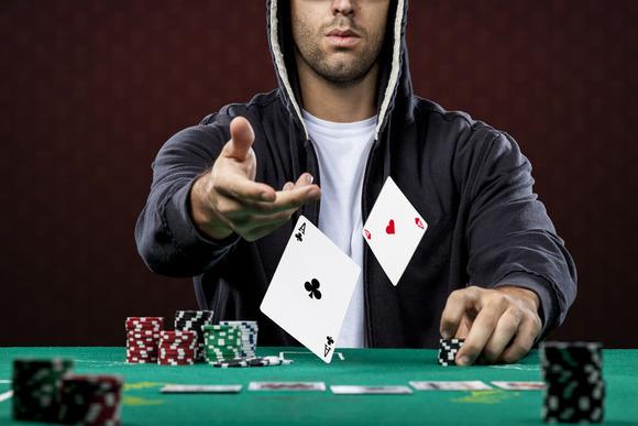 Zhvilluesit e softuerëve i përkushtohen rregullimit të dobësive me pokerin online