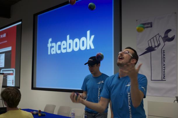 """Facebook bën ndryshime në garën """"hackathon"""""""