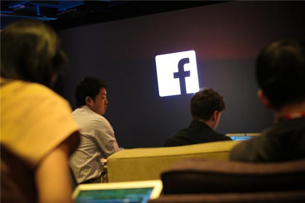 Numri i përdoruesve të Facebook-ut nëpërmjet pajisjeve mobile arrin 819 milionë