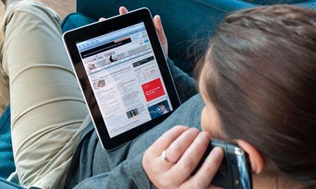 Më tepër se gjysma e adoleshentëve britanikë iu qasen lajmeve online