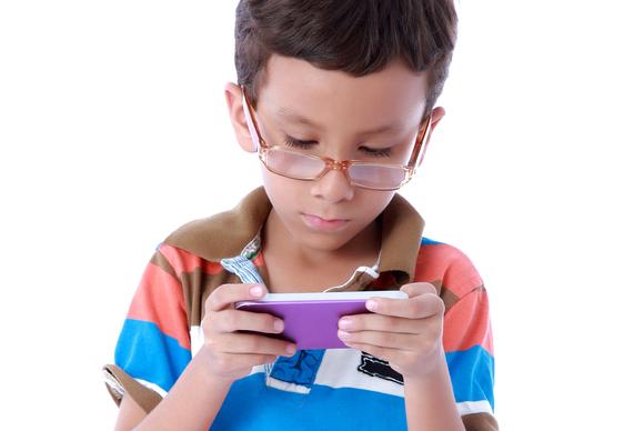 Studim: 10% e pesëvjeçarëve në Mbretërinë e Bashkuar kanë celularë