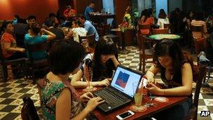 Në Vietnam hyn në fuqi ligji i diskutueshëm për kufizim të internetit