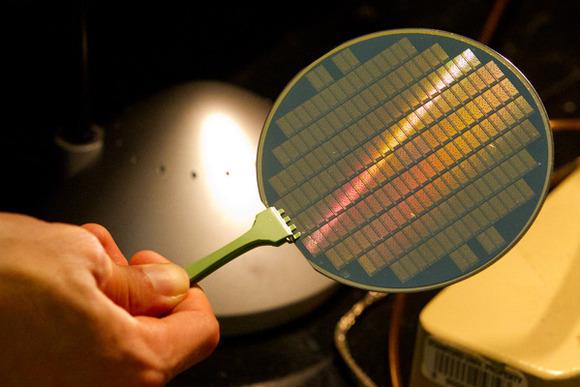 Ndërtohet kompjuteri i pare duke përdorur vetëm transistorët e nanotubave të karbonit
