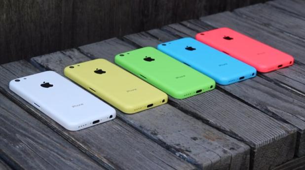 Publikohen fotografi që paraqesin pajisjen iPhone 5C në shumë ngjyra