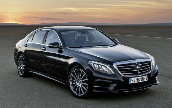 Mercedes teston makinën që nget veten