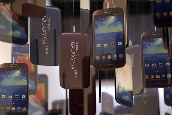 Samsung ofron mundësi për shkëmbimin e baterive të Galaxy S4 pas problemeve të shfaqura