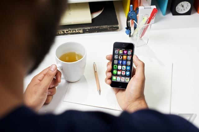 Apple lançon përditësimin iOS 7.0.3