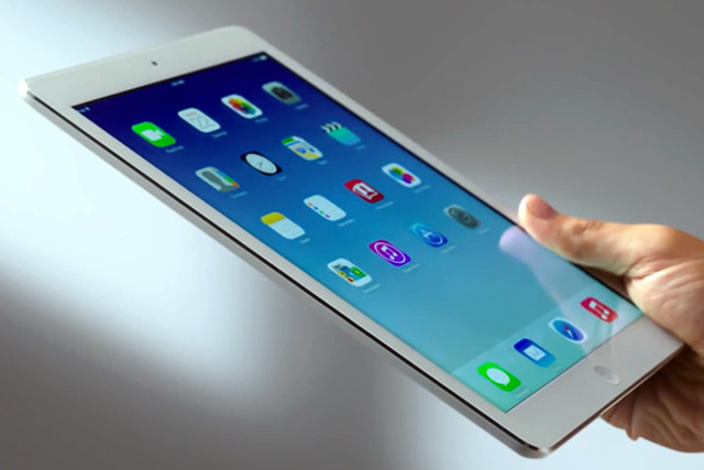 Aktori Bryan Cranston reklamon iPad-in e Apple