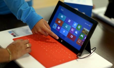 Microsoft rregullon problemin me përditësimin e Windows 8.1 RT për tabletët Surface