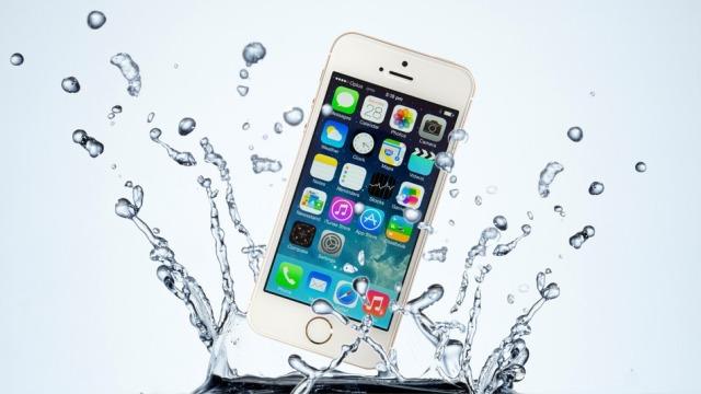 Apple pranon tashmë edhe iPhone të dëmtuar nga uji për programin e shkëmbimit