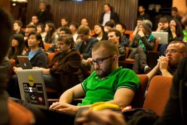 Akademia e Hapur e Facebook-ut ndihmon studentët për kredite në universitet