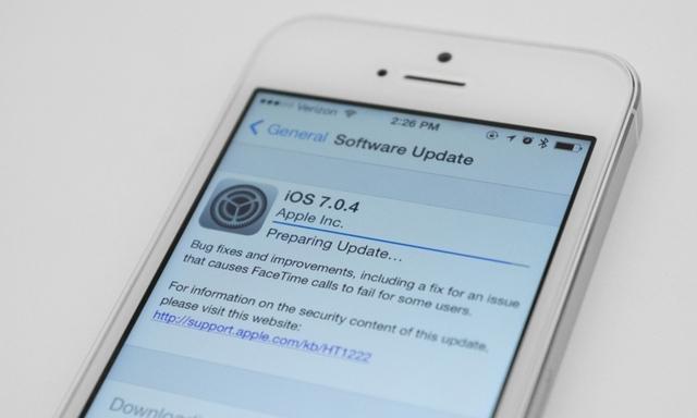 Apple lëshon iOS 7.0.4 me arnimin për dështimin e thirrjeve me FaceTime