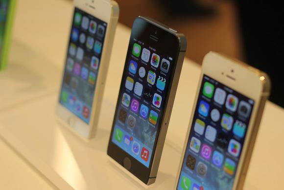 SHBA: Operatorët më të mëdhenj bien dakord për zhbllokimin e telefonëve