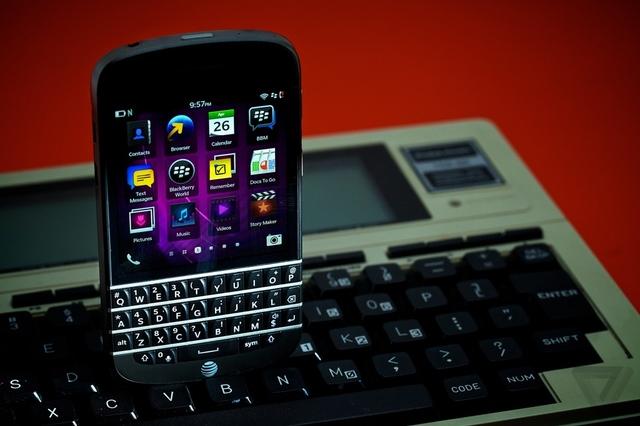 """CEO i BlackBerry-it: """"Shumica e pajisjeve të ardhshme të kompanisë do të kenë tastiera fizike"""""""