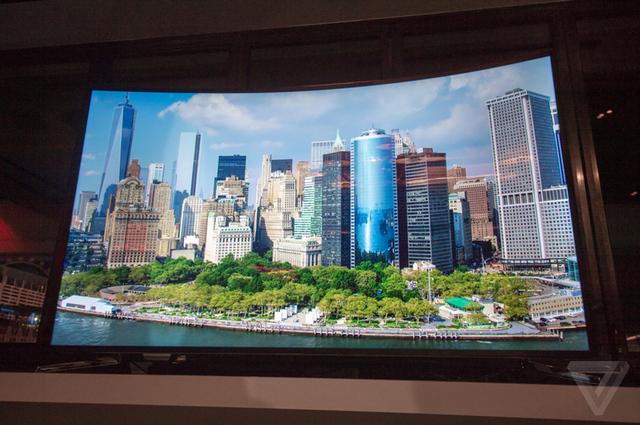 Samsung premton se këtë vit do të prezantojë televizorin 85 inç 4K që lakohet