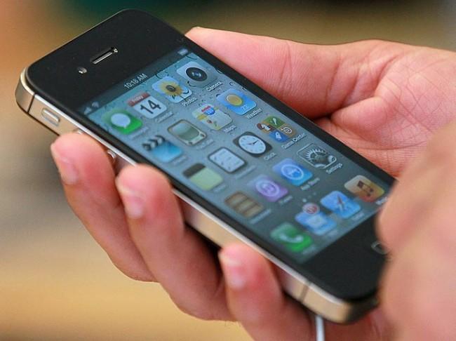 Raportim: iPhone 5C shpërthen në xhepin e një studenteje