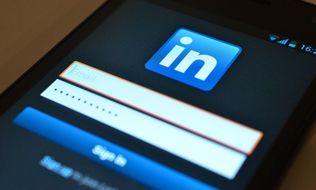 LinkedIn tani iu mundëson të bllokoni përdoruesit e tjerë