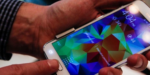 Samsung-Hands-On-MWC-135