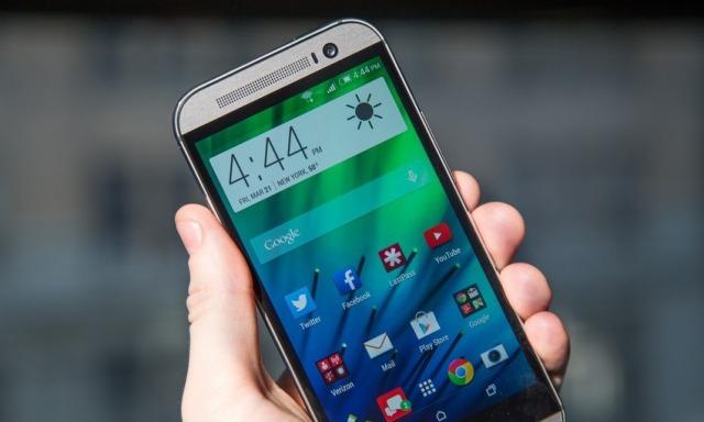 HTC One M8 tejkalon Galaxy S5 dhe iPhone 5S në testet e rënies në tokë