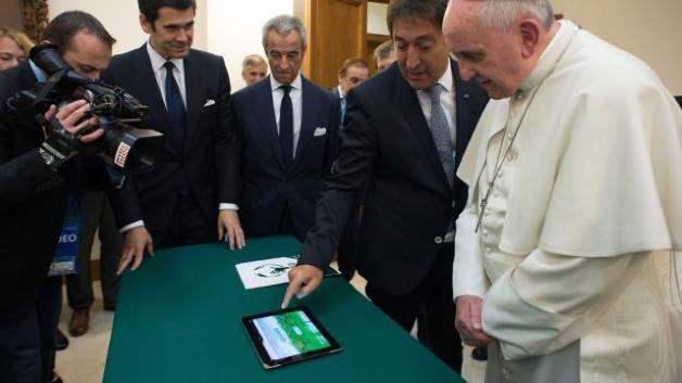 Refuzohet nga Vatikani oferta e Facebook-ut për hapjen e një profili nga Papa