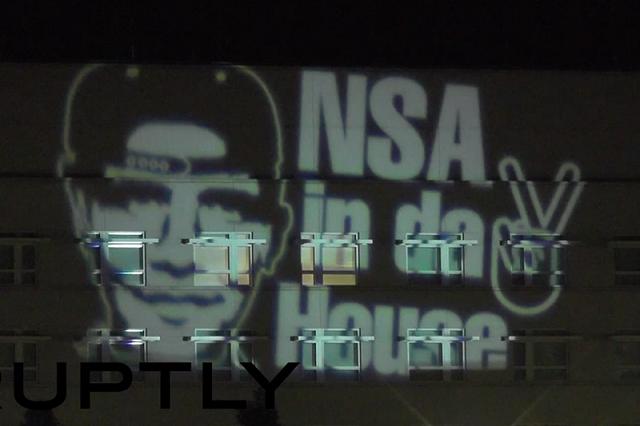 Artisti gjerman proteston kundër NSA-së para ambasadës amerikane në Berlin