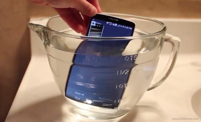 """LG G3 """"mbijeton"""" nën ujë për dy orë (Video)"""