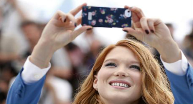 """Kur """"selfie"""" është e dëmshme dhe e dobishme"""