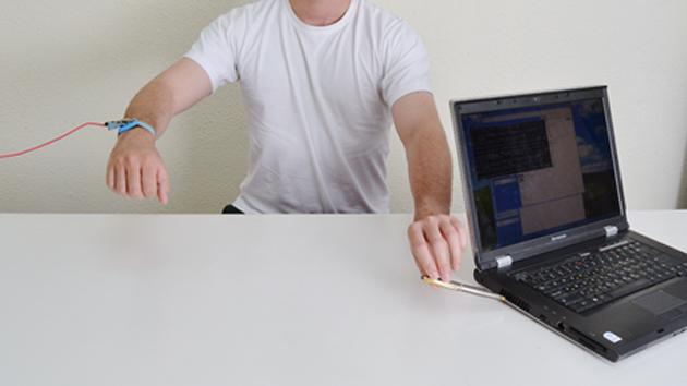 Zbulohet mënyra e vjedhjes së të dhënave në një kompjuter me anë të prekjes